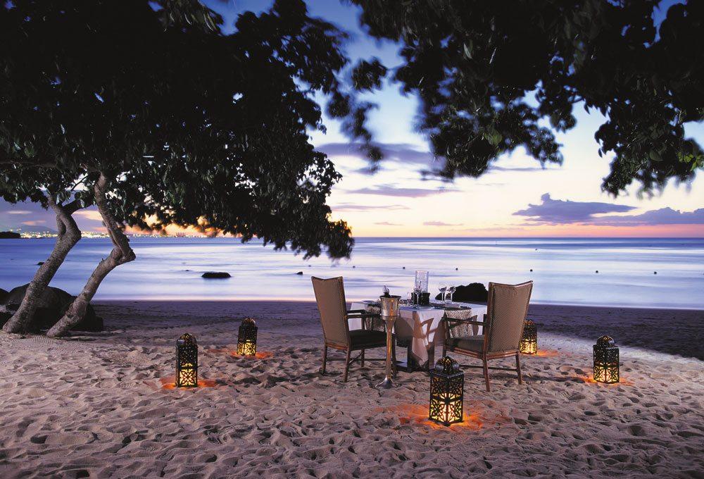 25893655-H1-Beach-Dinner